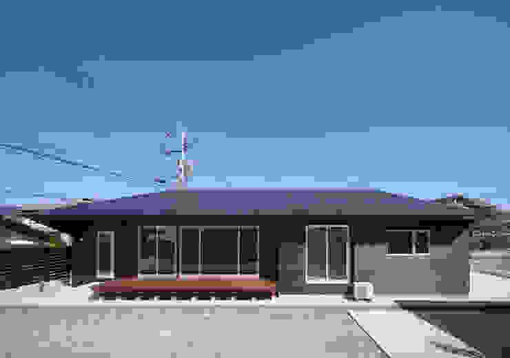 南側外観 モダンな 家 の 田村の小さな設計事務所 モダン