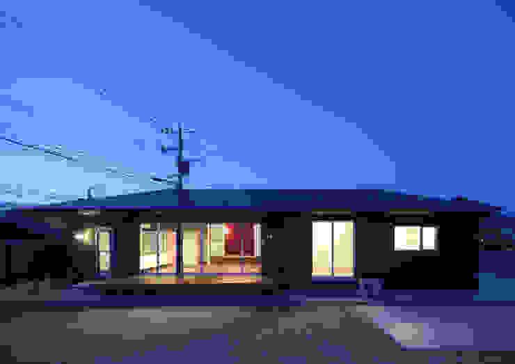 和傘の家 モダンな 家 の 田村の小さな設計事務所 モダン