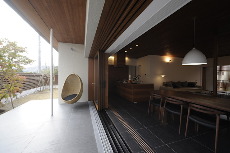 Balcone, Veranda & Terrazza in stile moderno di 深山知子一級建築士事務所・アトリエレトノ Moderno