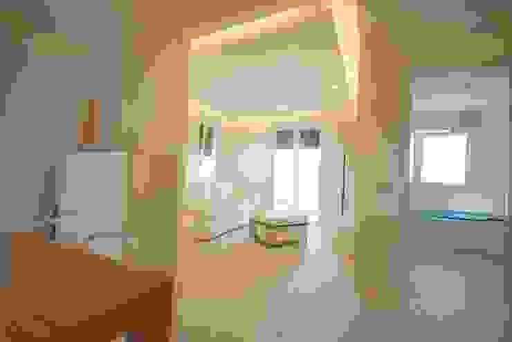 Salon moderne par Viviana Pitrolo architetto Moderne