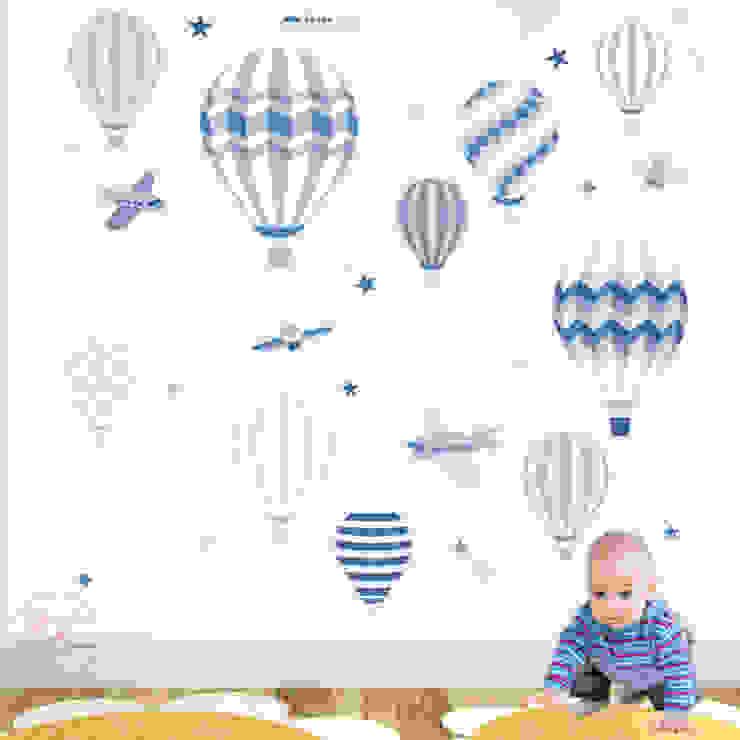 Deluxe Hot Air Balloons & Jet Luxury Nursery Wall Art Sticker Designs for a baby boys nursery de Enchanted Interiors Moderno