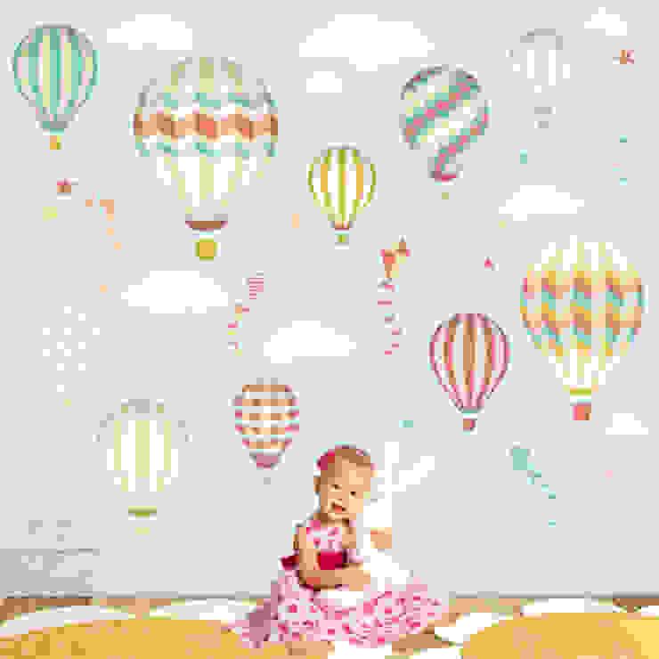 Deluxe Hot Air Balloons & Kites Luxury Nursery Wall Art Design for a baby boys or girls nursery room de Enchanted Interiors Moderno