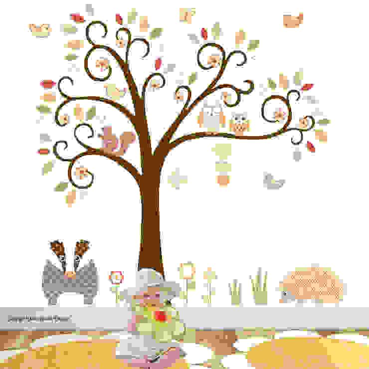 A Woodland Animal Luxury Nursery Wall Art Sticker Design for a baby girls or baby boys nursery room par Enchanted Interiors Moderne