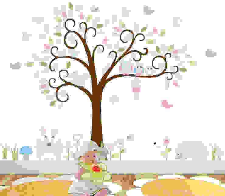 Woodland Animal Luxury Nursery Wall Art Sticker Design for a baby girls nursery room par Enchanted Interiors Moderne