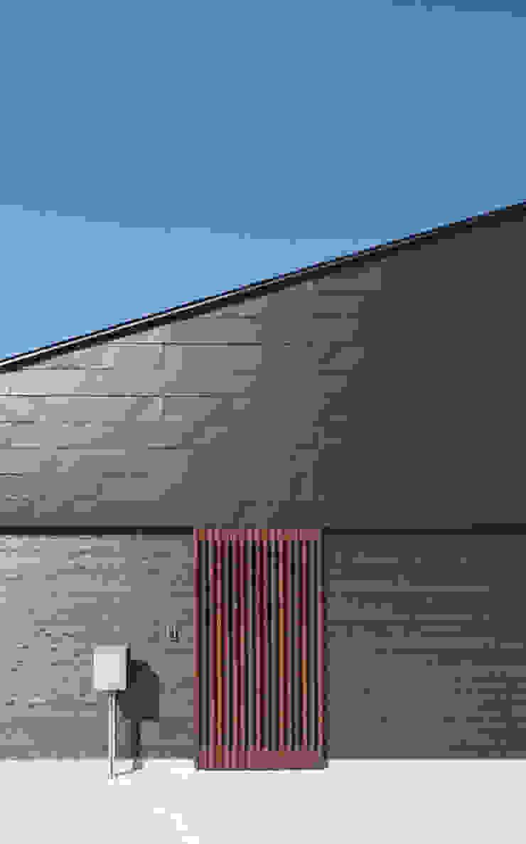 東側外観 モダンな 家 の 田村の小さな設計事務所 モダン