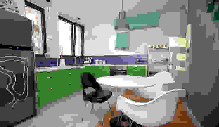 House in Saska Kepa Warsaw Modern kitchen by Mięta Morris Modern