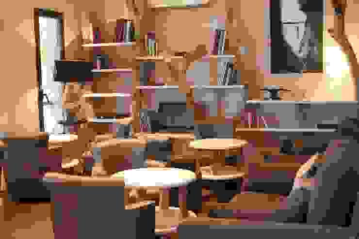 Bibliothèque en bois flotté Hôtels méditerranéens par CORO furniture Méditerranéen