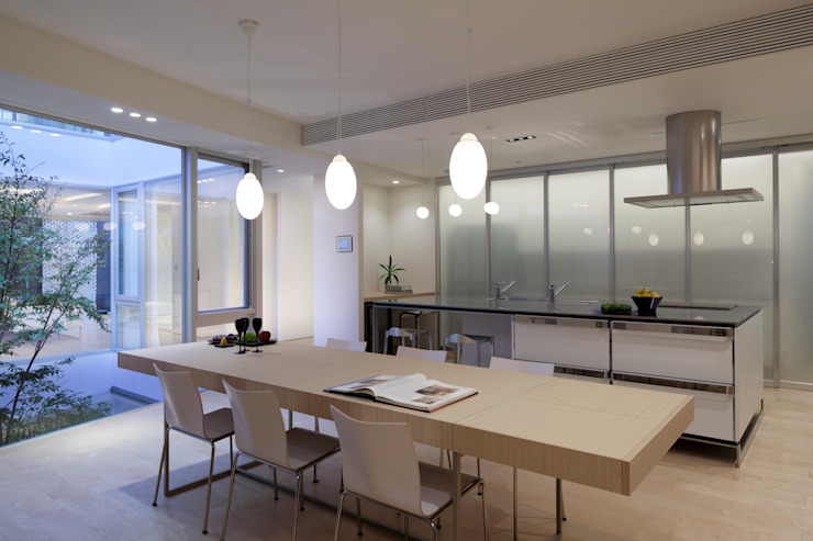 Modern dining room by Mアーキテクツ|高級邸宅 豪邸 注文住宅 別荘建築 LUXURY HOUSES | M-architects Modern