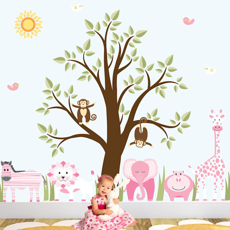 Deluxe Jungle Animal Luxury Nursery Wall Art Sticker Design for a baby girls nursery room de Enchanted Interiors Moderno
