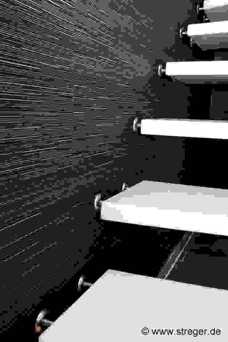 Weniger Trittschall ; Schont Wirbelsäule, Bandscheiben und Gelenke Moderner Flur, Diele & Treppenhaus von STREGER Massivholztreppen GmbH Modern