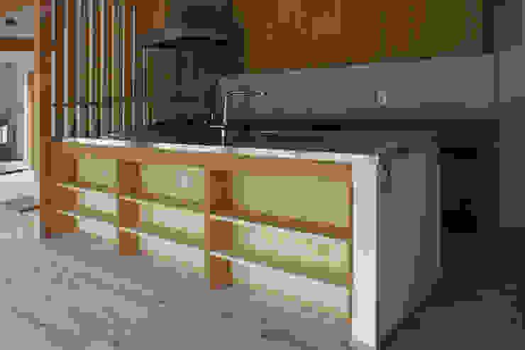 大井の平屋: 環境創作室杉が手掛けたキッチンです。,オリジナル