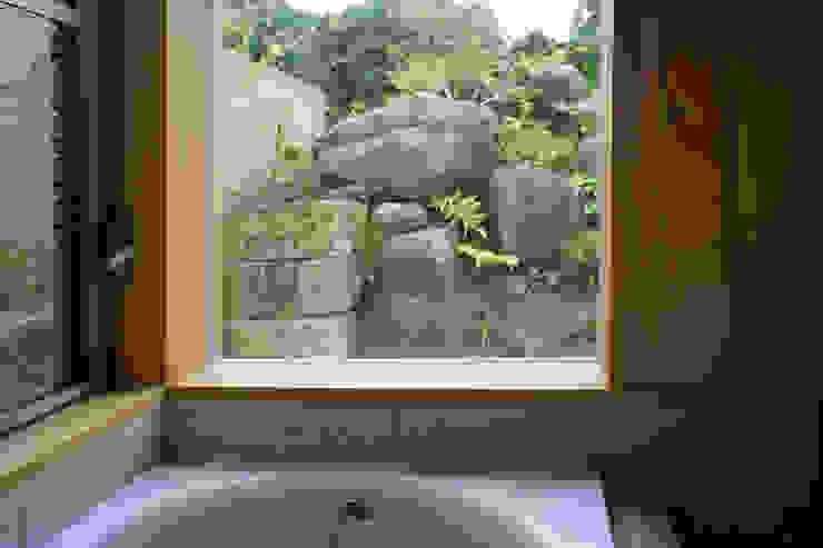 大井の平屋: 環境創作室杉が手掛けた浴室です。,オリジナル