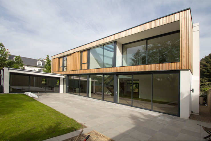 The rear elevation with large glazed windows and balconies Modern houses by Hale Brown Architects Ltd Modern