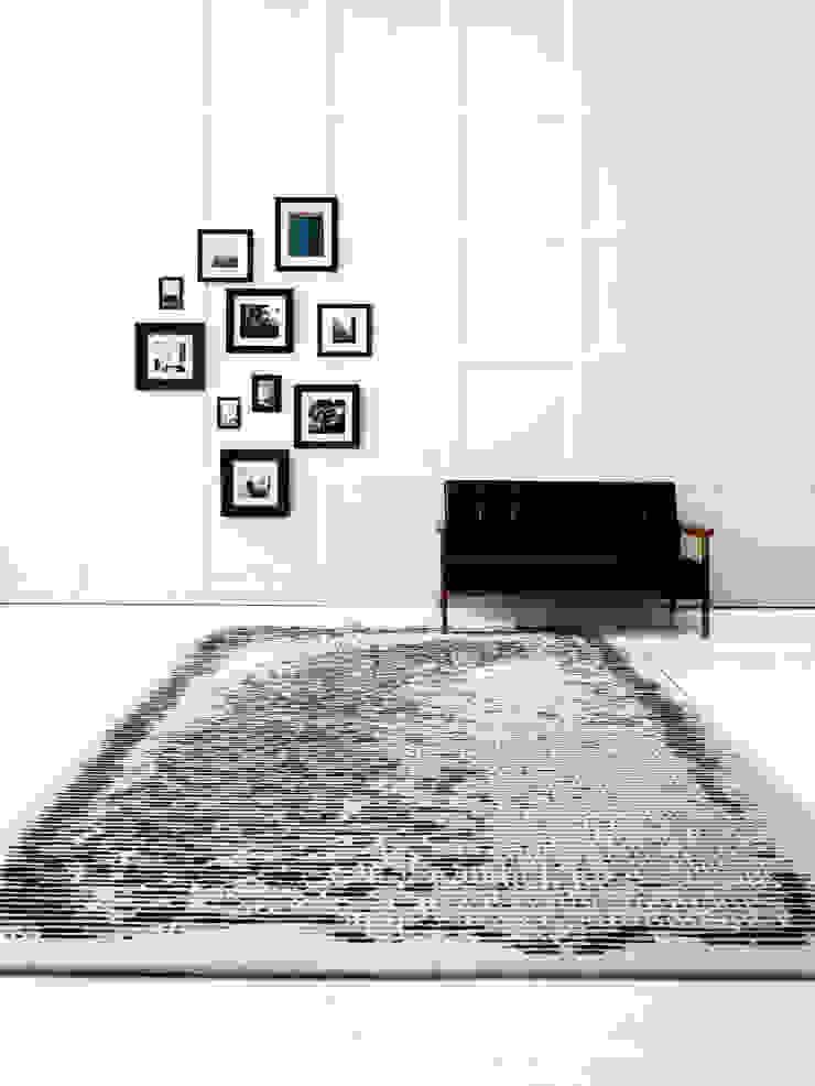 minimalist  by CAURA CARPET, Minimalist