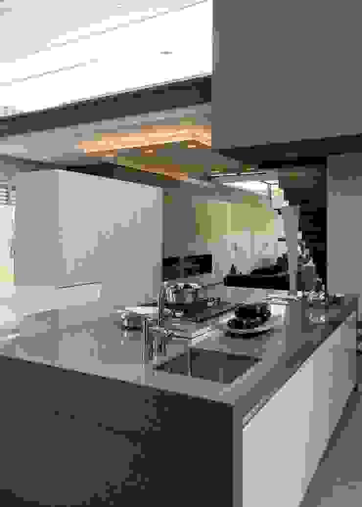 House Sar Nico Van Der Meulen Architects Modern style kitchen
