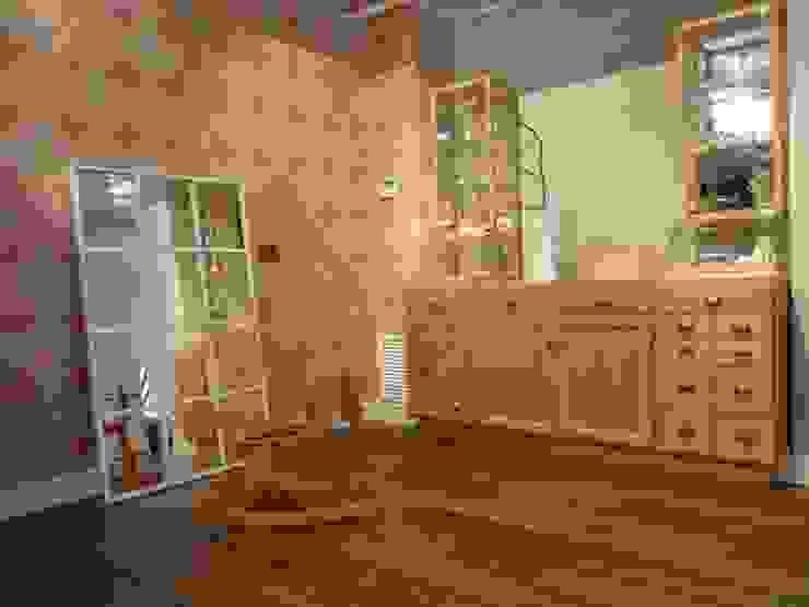 Bonnet à pompon Oficinas y tiendas de estilo clásico de SUTEGA, S.L Clásico