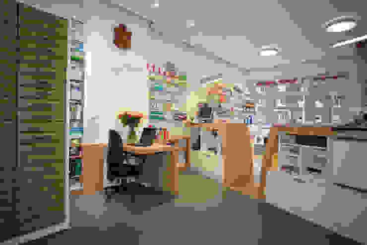 Arbeits und Beratungsplatz Moderne Ladenflächen von Architekturbüro Buhrdorf Modern