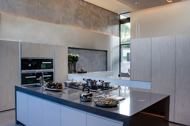 House Sar Modern kitchen by Nico Van Der Meulen Architects Modern
