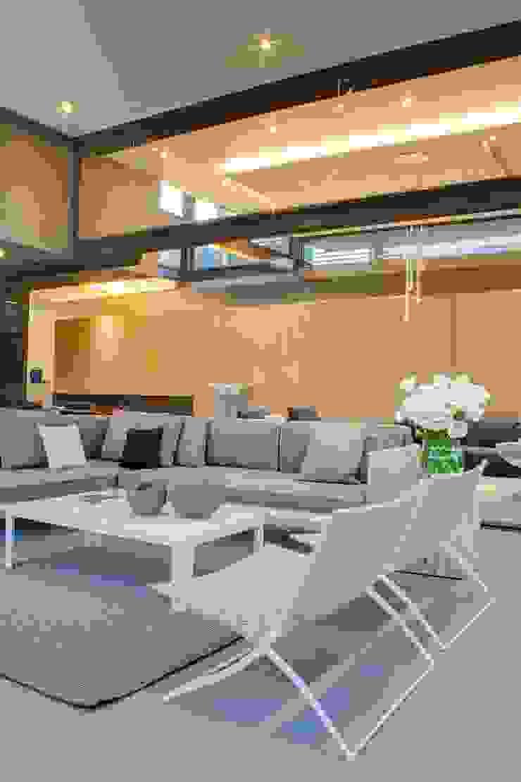 House Sar by Nico Van Der Meulen Architects Modern