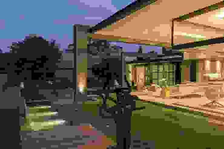House Sar Modern Garden by Nico Van Der Meulen Architects Modern