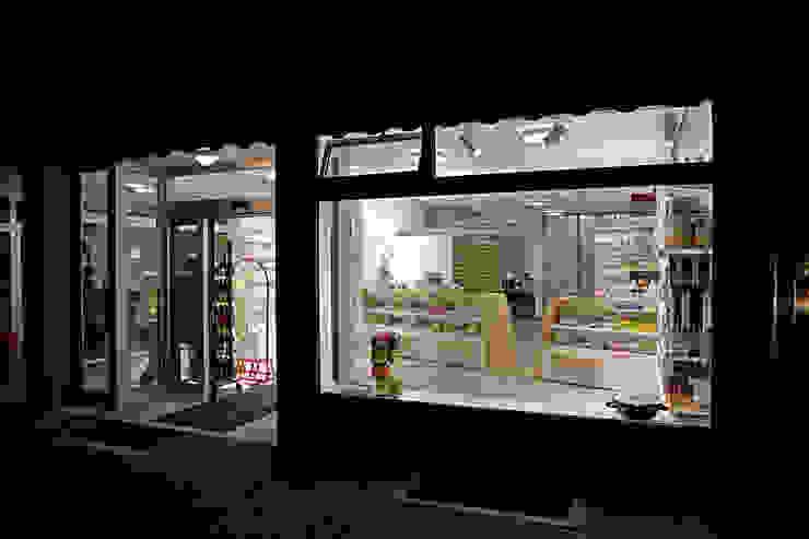 Straßenansicht Moderne Ladenflächen von Architekturbüro Buhrdorf Modern