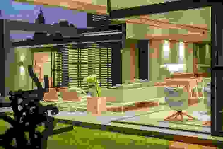 House Sar Nico Van Der Meulen Architects Modern style balcony, porch & terrace