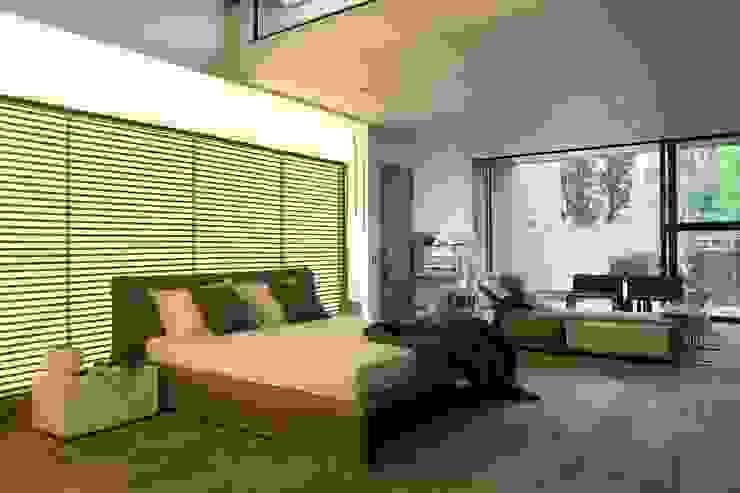 House Sar Спальня в стиле модерн от Nico Van Der Meulen Architects Модерн