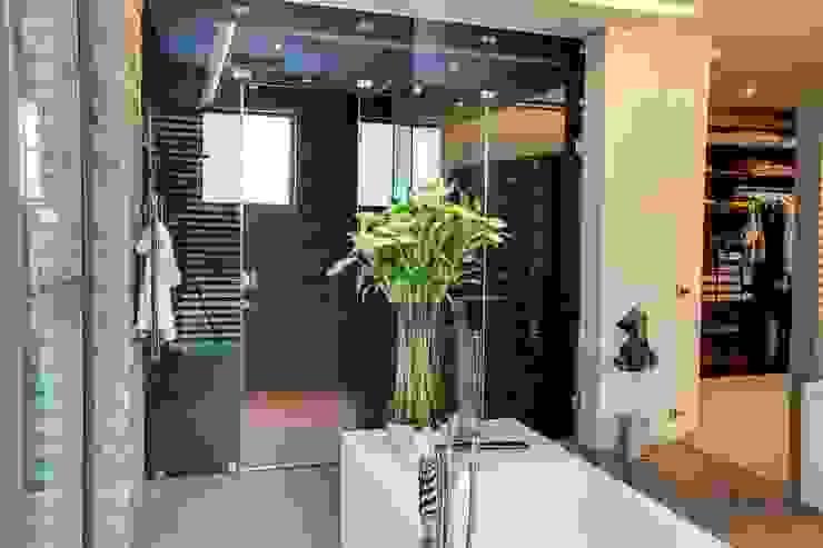 House Sar Ванная комната в стиле модерн от Nico Van Der Meulen Architects Модерн