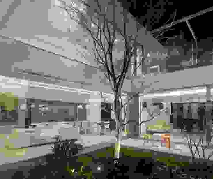 Modern style gardens by Mアーキテクツ|高級邸宅 豪邸 注文住宅 別荘建築 LUXURY HOUSES | M-architects Modern