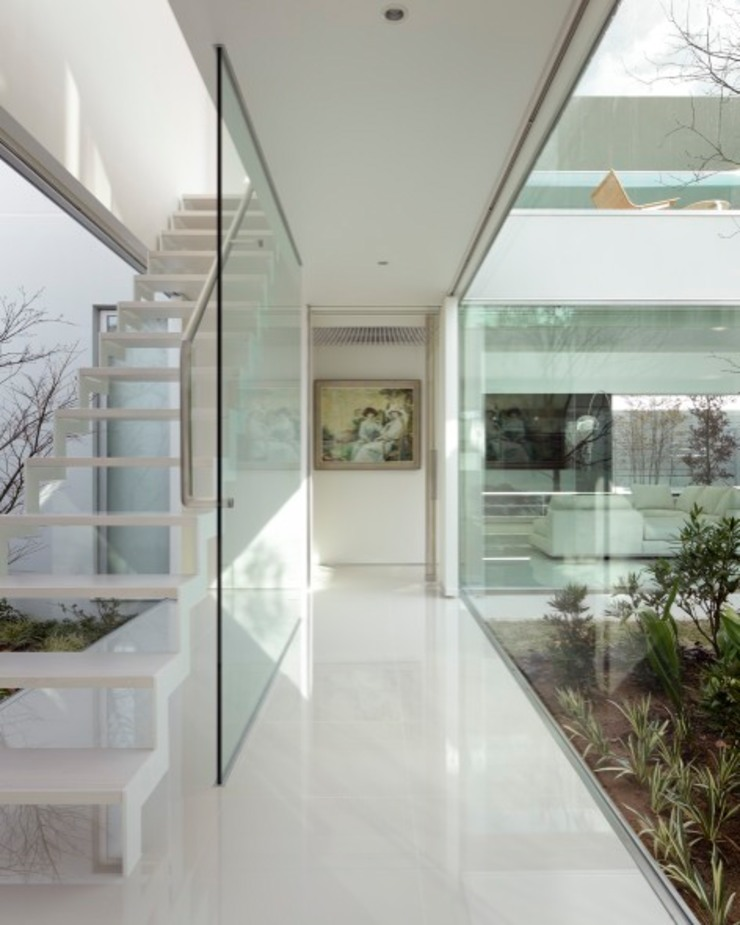 Modern corridor, hallway & stairs by Mアーキテクツ|高級邸宅 豪邸 注文住宅 別荘建築 LUXURY HOUSES | M-architects Modern