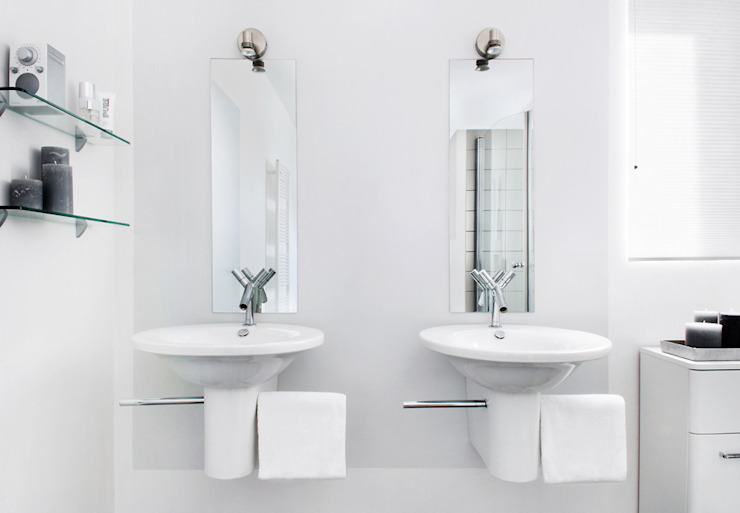 Minimalist style bathroom by Interieurvormgeving Inez Burvenich Minimalist