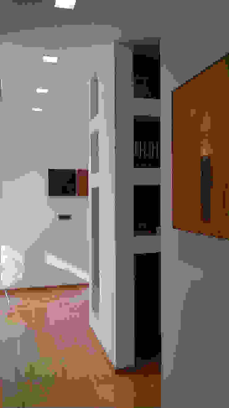 Disimpegno Ingresso, Corridoio & Scale in stile minimalista di VZSTUDIO architettura Minimalista