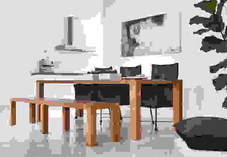 rust en eenvoud Moderne woonkamers van Interieurvormgeving Inez Burvenich Modern