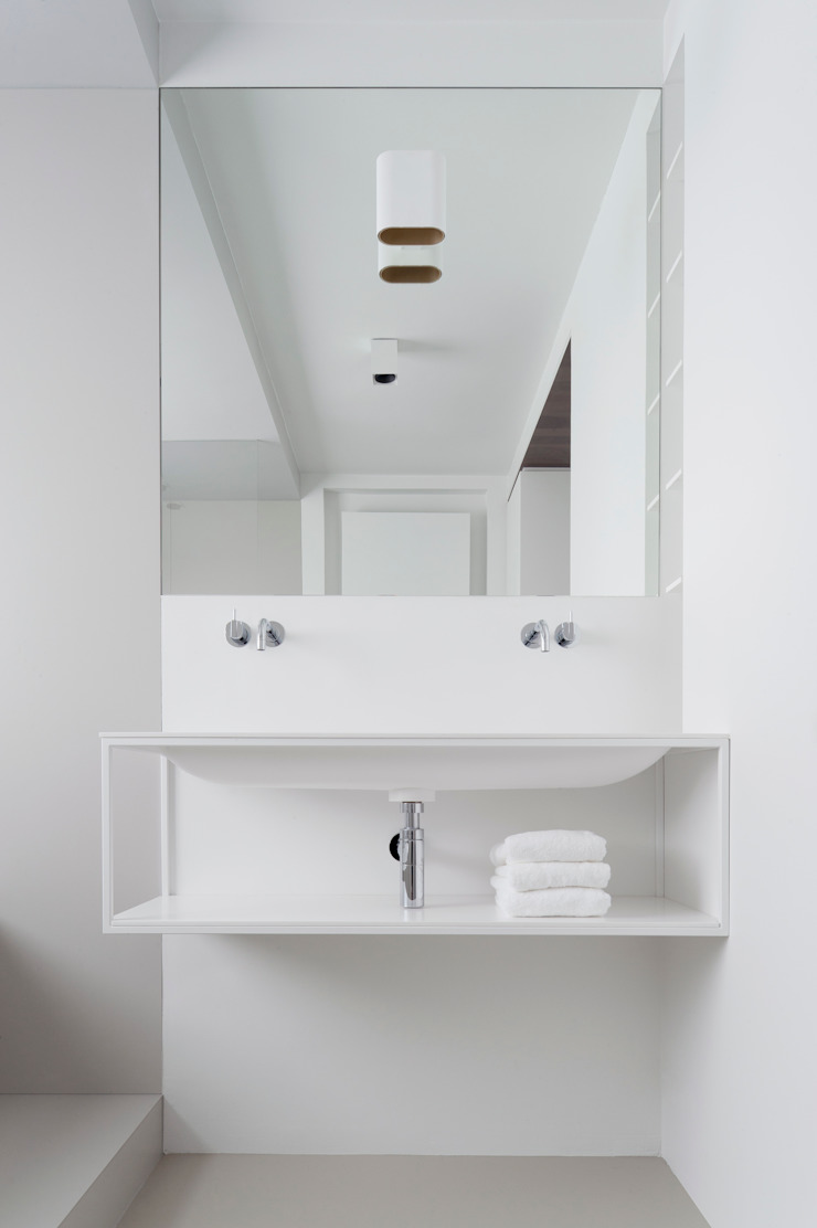 Minimalist style bathroom by Not Only White B.V. Minimalist