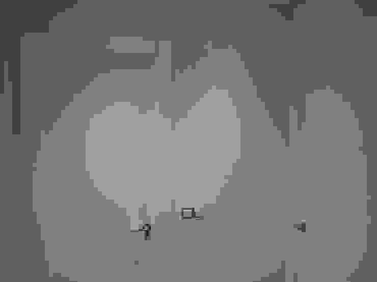 Puertas lacadas en blanco de 2 Mar Construcciones HNOS. VINCELLE LLAMEDO S.L.