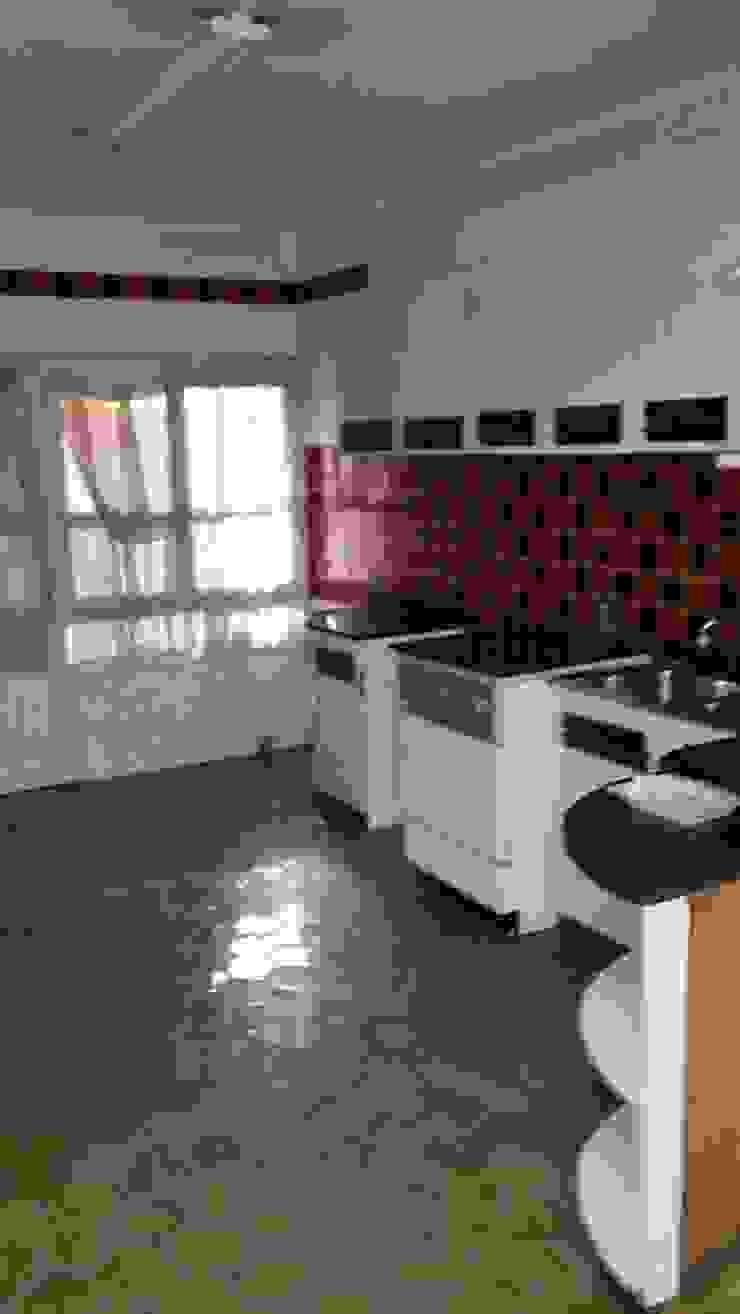 Cocina antes de la reforma de 2 Mar Construcciones HNOS. VINCELLE LLAMEDO S.L.