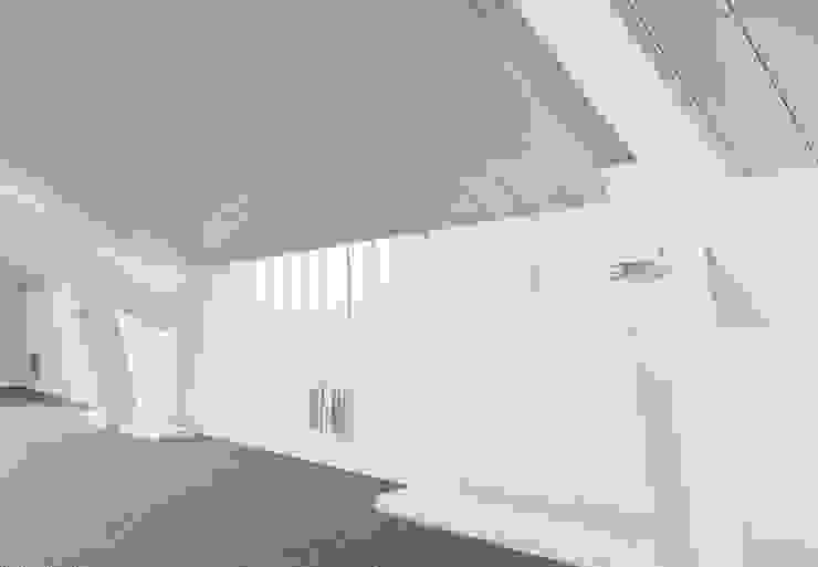 Woonhuis Berkel Enschot zolderverdieping Moderne studeerkamer van Interieurvormgeving Inez Burvenich Modern