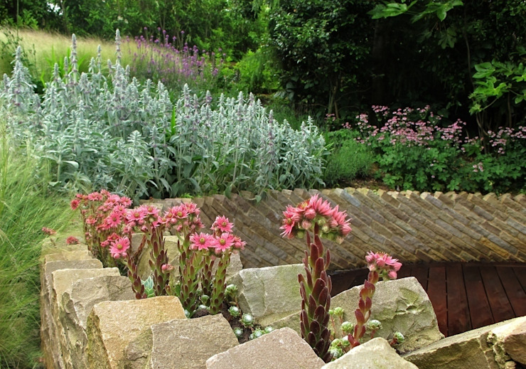 Circular Raised Wall Jardins modernos por Katherine Roper Landscape & Garden Design Moderno