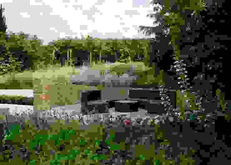 Circular Seating Area Modern Garden by Katherine Roper Landscape & Garden Design Modern