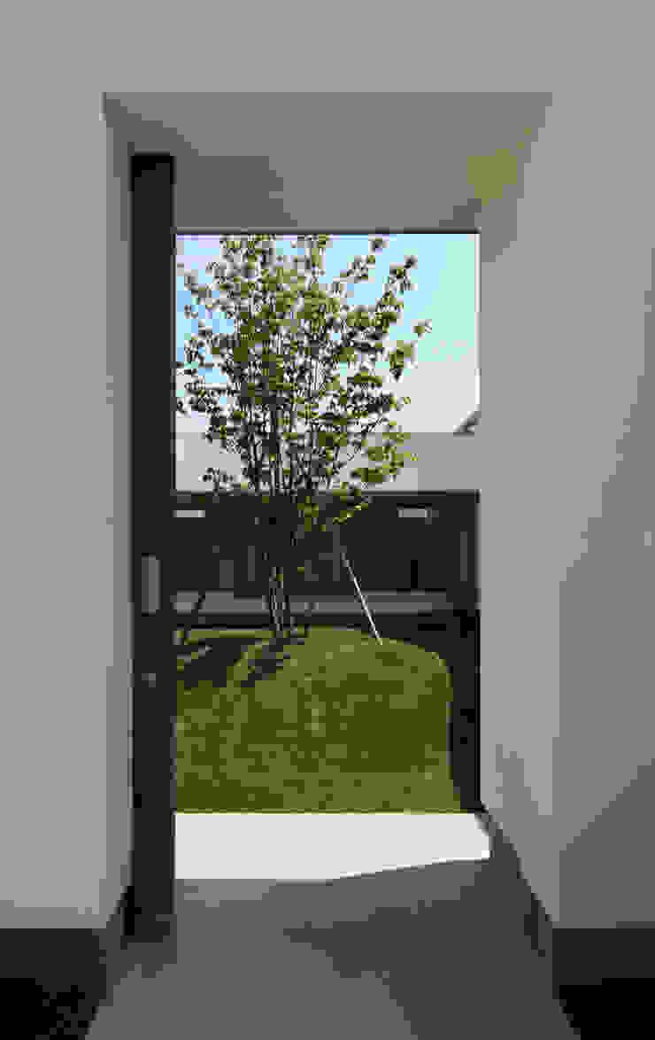 中庭への入り口 北欧風 庭 の 松原建築計画 一級建築士事務所 / Matsubara Architect Design Office 北欧