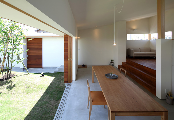 Salones de estilo  de 松原建築計画 / Matsubara Architect Design Office, Escandinavo