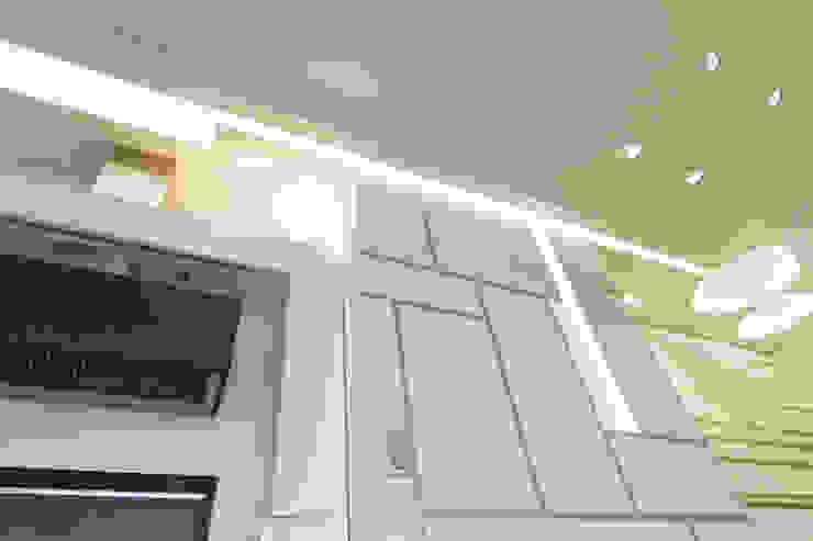 Вид на декорированую стену Кухня в стиле минимализм от Andrey Gulyaev Architects Минимализм