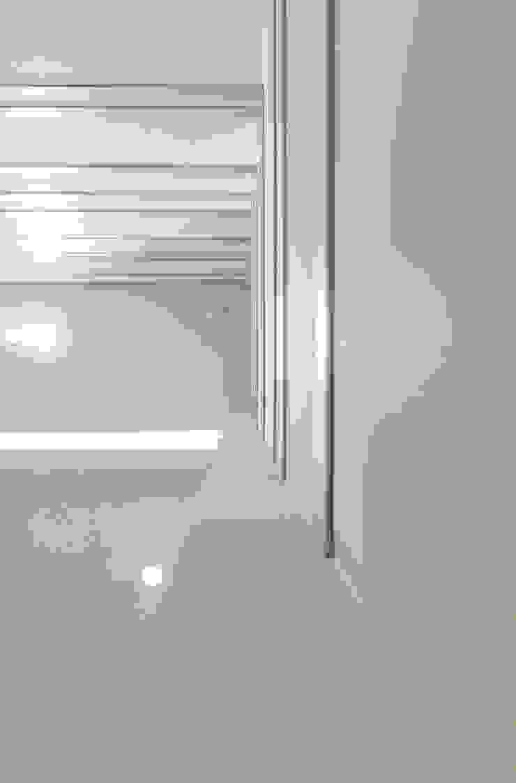 Детали Коридор, прихожая и лестница в стиле минимализм от Andrey Gulyaev Architects Минимализм