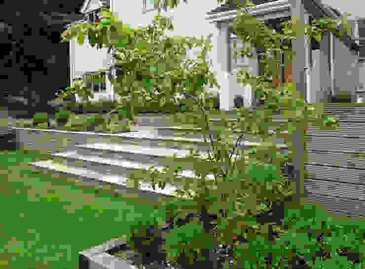 Steps Jardins modernos por Katherine Roper Landscape & Garden Design Moderno