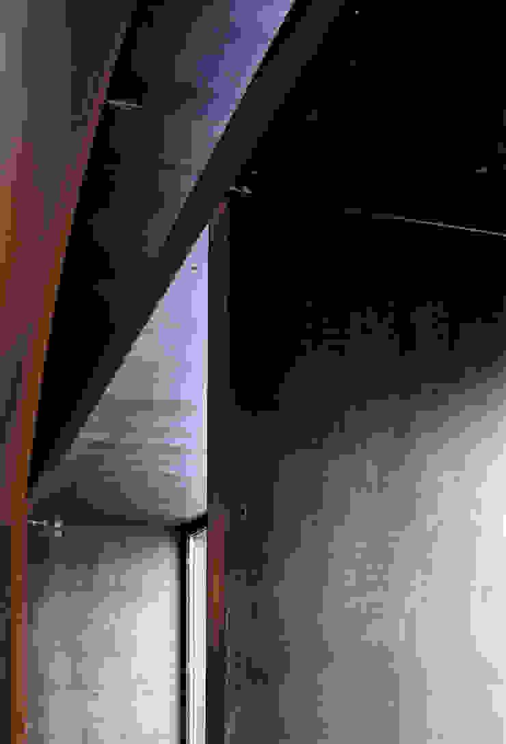 6 le bucature rivestite in lamiera di ferro, particolare Gastronomia in stile moderno di mag.MA architetture Moderno