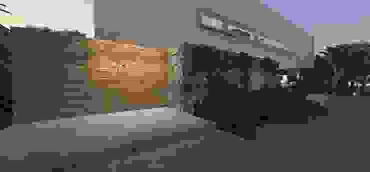 Casa JA Jardins minimalistas por ZAAV Arquitetura Minimalista