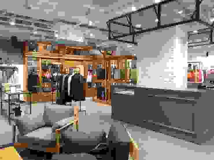COEX Mall Premium Brand <q> R A U M </q> 빈크리트 시공 인더스트리얼 서재 / 사무실 by 빈flow 인더스트리얼