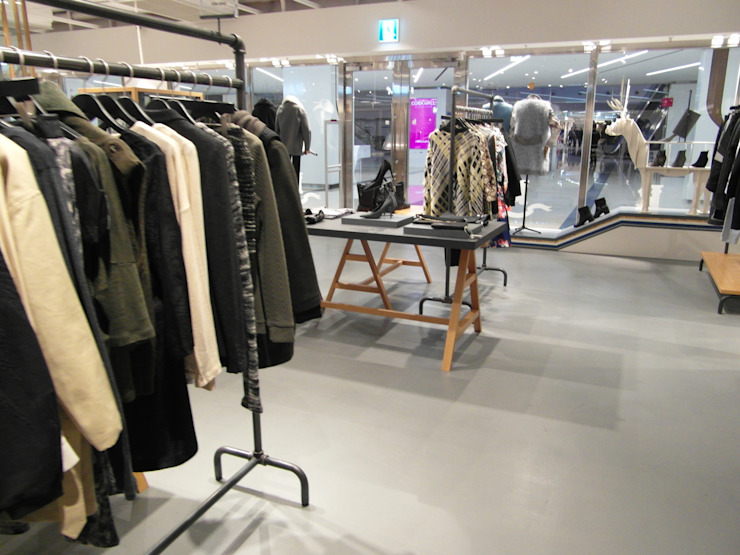 COEX Mall Premium Brand <q> R A U M </q> 빈크리트 시공 모던스타일 서재 / 사무실 by 빈flow 모던