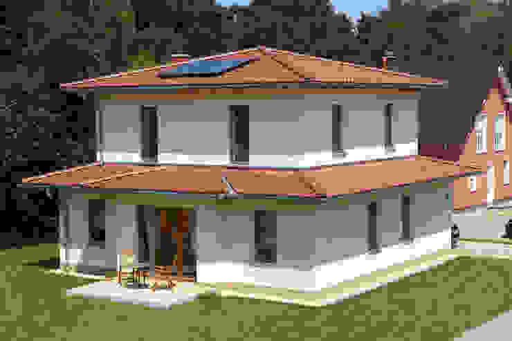 Дома в средиземноморском стиле от Massiv mein Haus aus Mauerwerk Средиземноморский