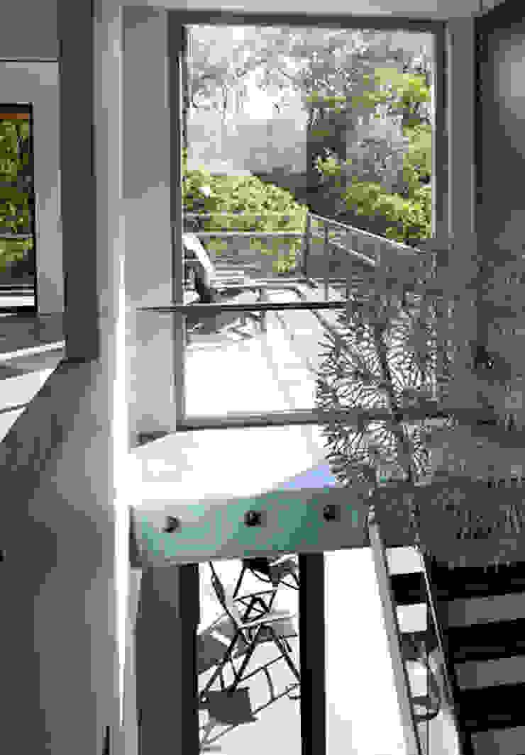 paul seuntjens architectuur en interieur Pasillos, halls y escaleras minimalistas